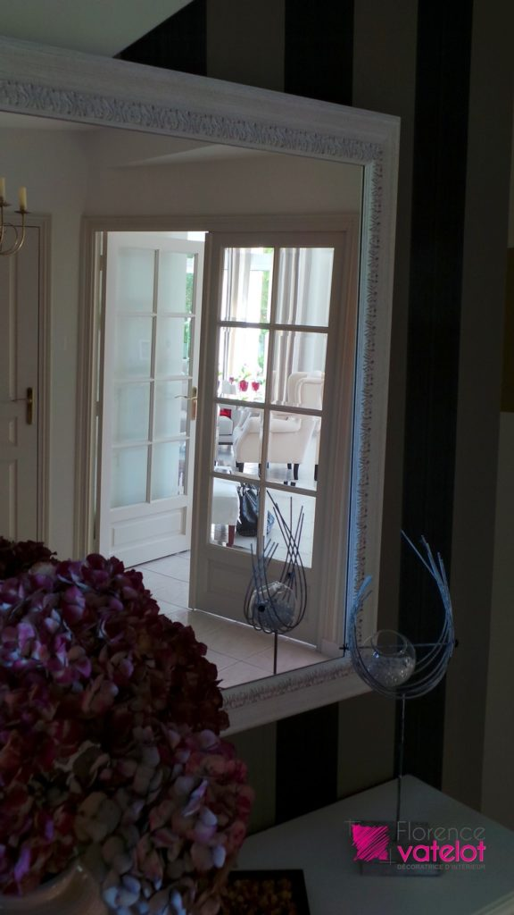 perspective de la décoration de l'entrée vers le salon