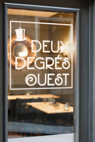 Accompagnement et conseils en décoration du restaurant Deux degrés Ouest à Saint Malo 35 par Florence Vatelot, Décoratrice UFDI à Dinan, Dinard et Cancale (22-35)