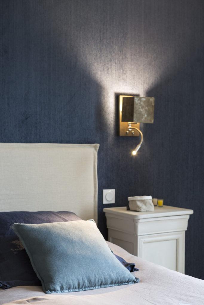Chambre bleu nuit à Languenan par Florence Vatelot, Décoratrice UFDI à St Malo, Dinan, Dinard et Cancale (22 et 35)