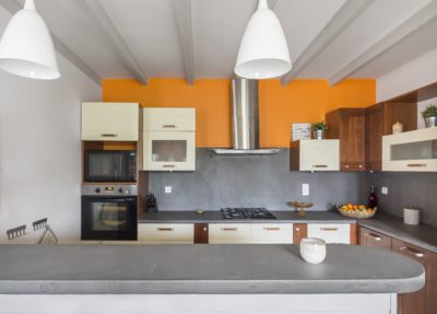 Modernisation d'une cuisine avec du béton ciré par Florence Vatelot, Décoratrice UFDI à St Malo, Dinan, Dinard et Cancale (22 et 35)