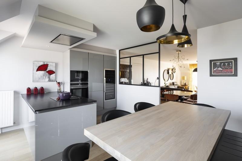 ST-MALO - agencement d'une cuisine avec verrière